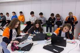 TECHNOLOGY, INCRESINGLY PRESENT IN OUR STUDENTS